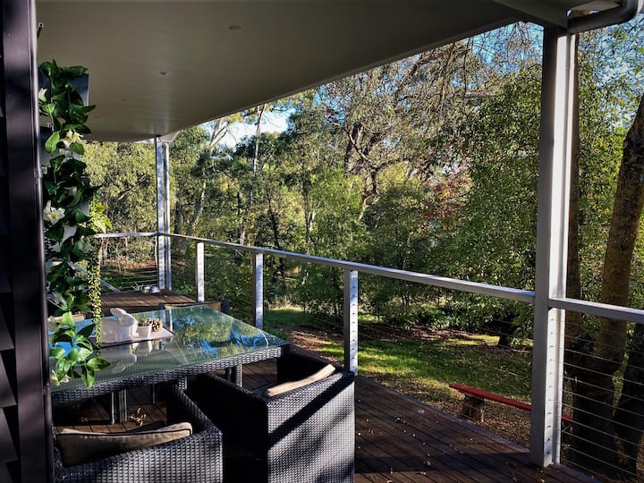 The Apple Tree-Spa, deck and pet friendly, Wifi.