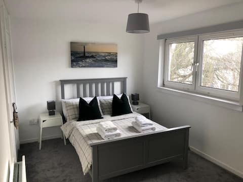 Cosy, quiet, immaculate 2 bed house
