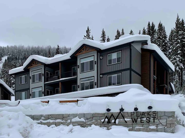 Brand New, Ski-in/Ski-out condo in Peaks West!