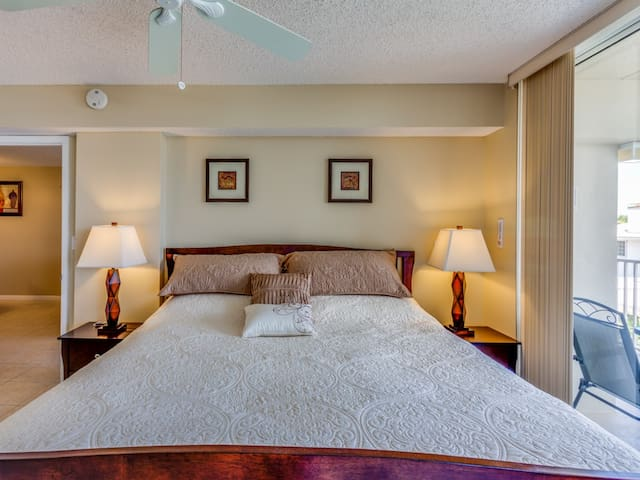 Muster Bedroom with King Bed
