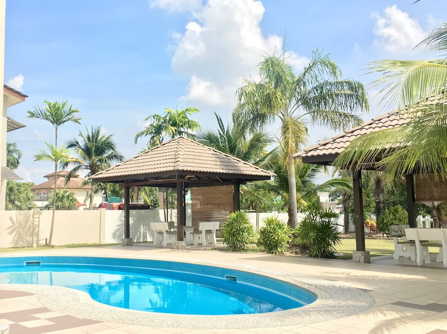 Bungalow Private Pool Nearby Aeon Manjung Bungalows For Rent In Lumut Perak Malaysia