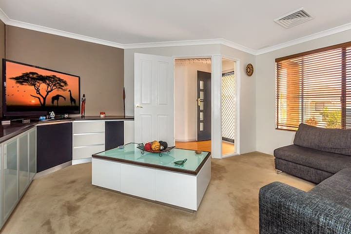 Newly Renovated in Prestigious location! - Canning Vale
