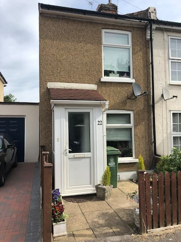 Beautiful Two Bed next to Bexleyheath Town Centre