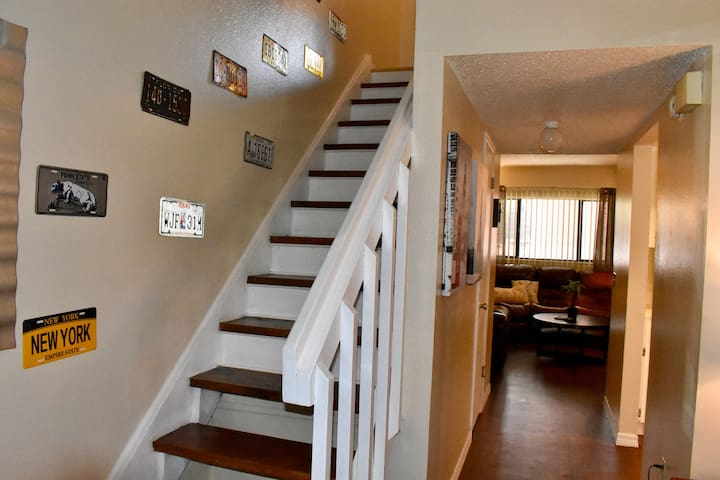 Newly remodeled 2 Story 1300 Sq Ft Townhouse