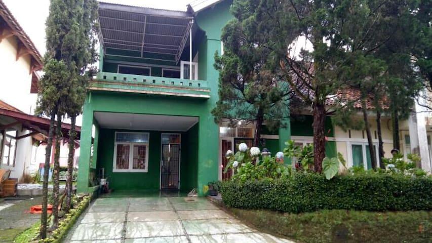 7BR Villa Keluarga Cipendawa, Puncak-Cipanas