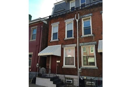 2 Bdrm in Lawrenceville, just off Butler Street - Pittsburgh