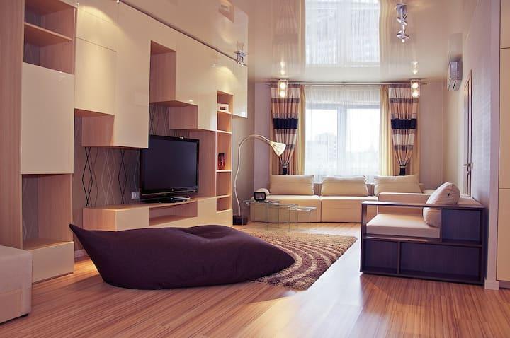 Хорошая квартира в новом доме возле метро