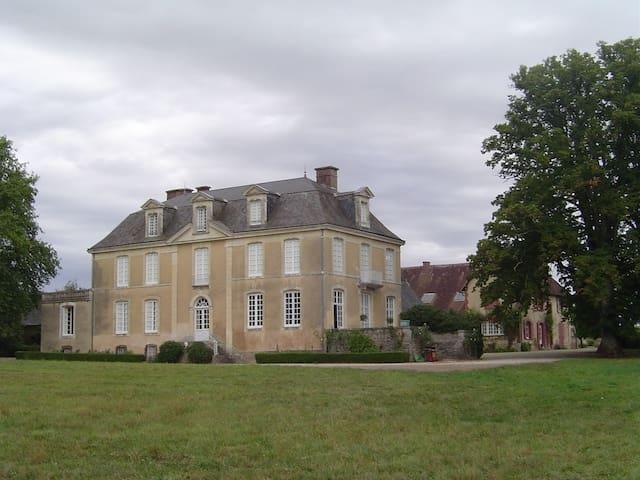 Le Mans 24 Hours: Chateau + Cottage = Sleeps 23