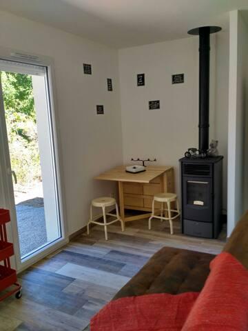 Studio situé dans un Arial en lisière de forêt.