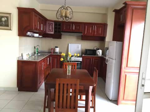 3 bed/2 bathroom apartment 5 mins walk to UN/ECA