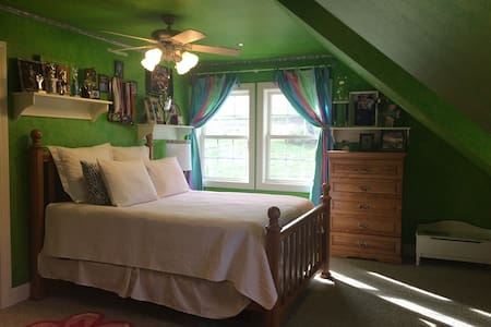 2 Rooms, Sleeps 5, close to Colgate - Earlville