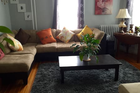 One Bedroom in Large Watertown Home - Вотертаун - Дом