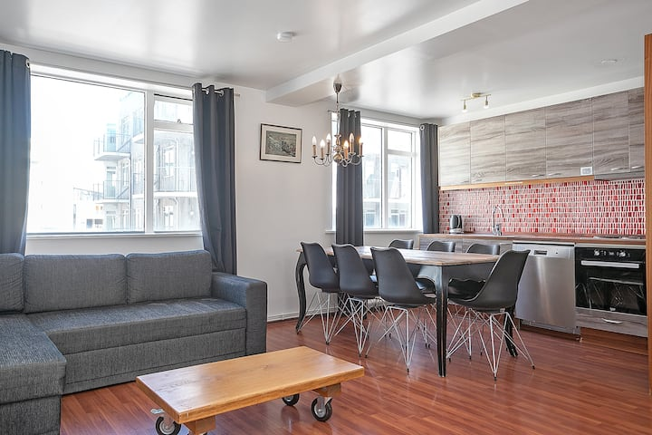 Stay Apt-Trendy Apartment for 8 in the City Center