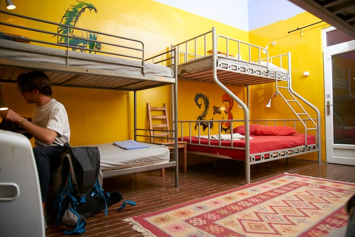 Very Central and Cheap 6 Beds Dormitory