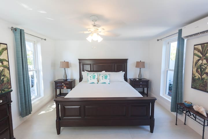 Grace Bay Beach Ocean Villas, Oleander Villa