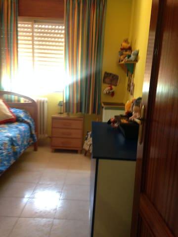 Descansa de ruidos - Monachil - House