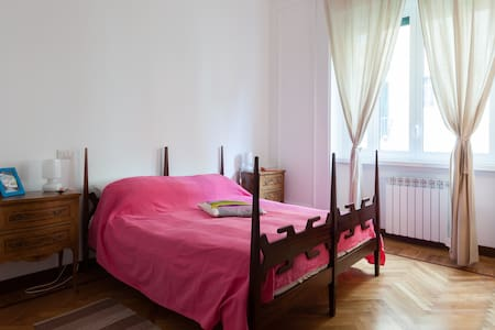 double room with two beds, arrangeable as double or twin