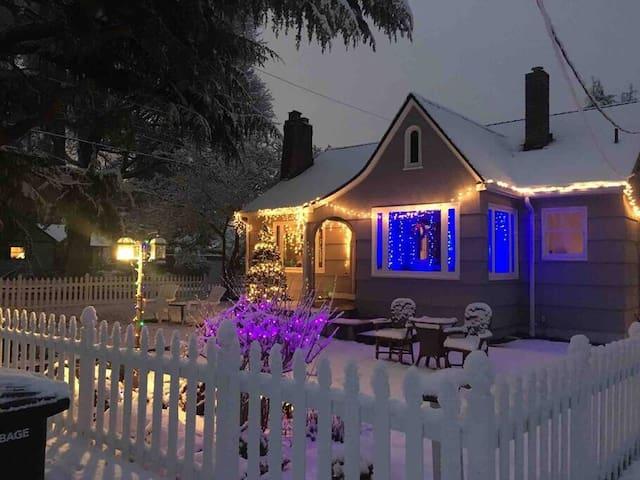 Cozy & Romantic House near Airport & Hiking Beach