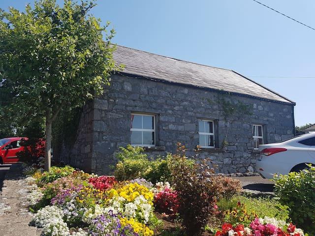 Kilcolgan Cottage - Entire Place Available Now