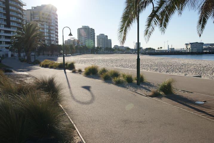 Stunning City & Beach House - Port Melbourne - House