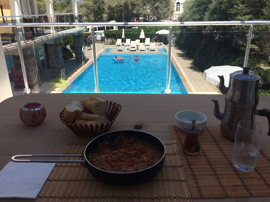 Nothing nor enjoyable then having a hot breakfast on the balcony with this view.