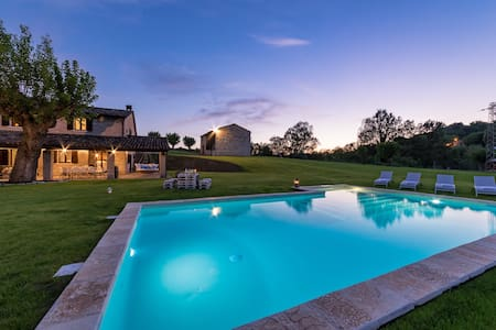 Villa Poderina · Luxury by the private river.