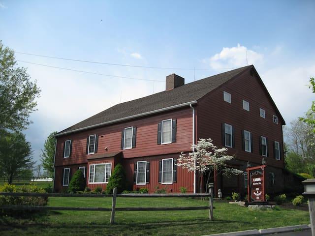 1850s Converted Barn Near Hershey, sleeps 26
