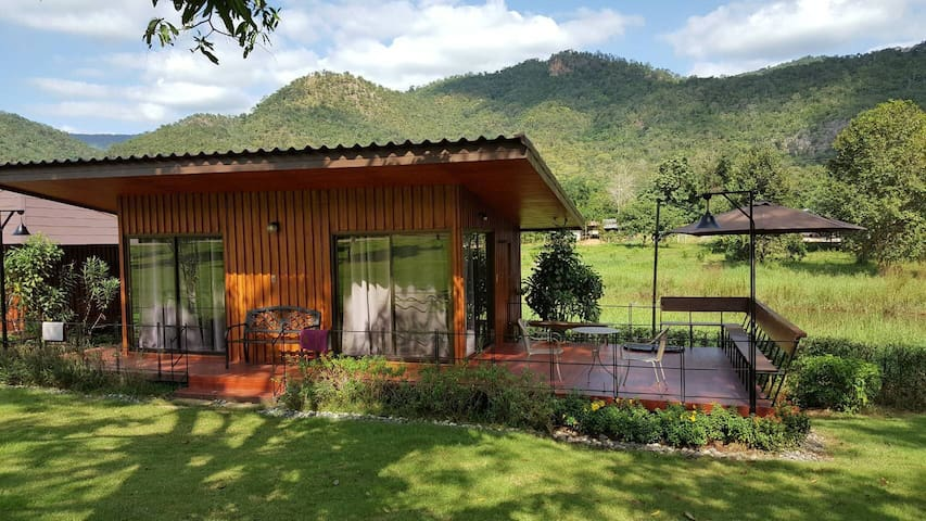 Twin-room KG House with mountain & river views!