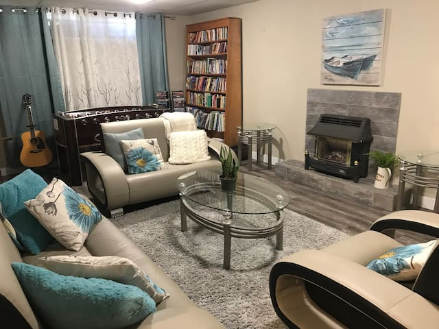 1000 sq. ft. Suite close to River, Downtown & More