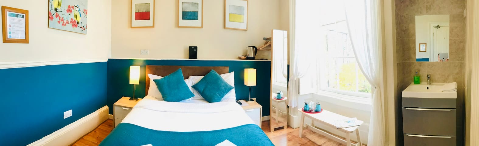 Bright & private double room in Dene Guest House