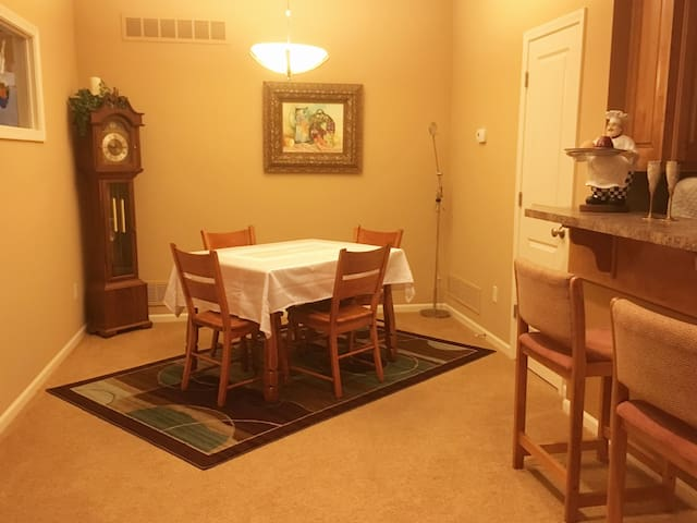 Table will accommodate 6 People