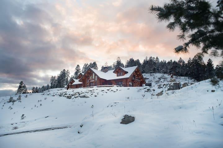 Coyote Bluff Estate Glacier Suite - Somers