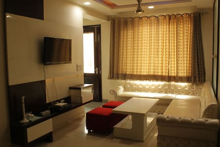 """A HOME AWAY HOME"" IN NEW DELHI - Nova Délhi - Apartamento"