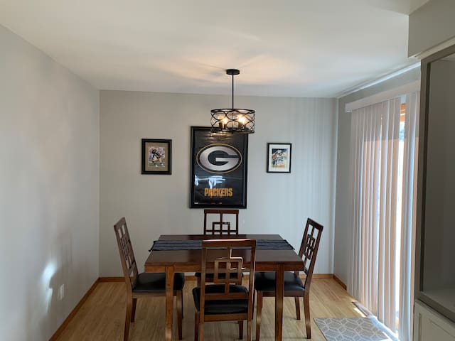 Perfect GreenBay location between Lambeau &airport
