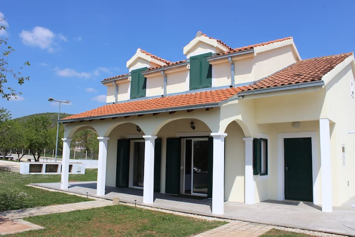 Romantic Villa Julia,pool, football field - Split-Dalmatia County - Holiday home