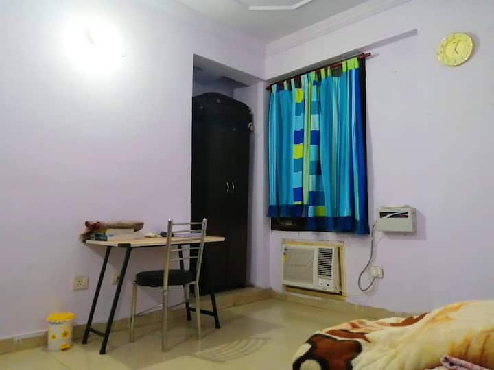 Kayenaat ( cozy Private room in Hazratganj )