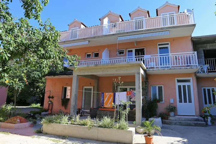 Studio flat with balcony Žuljana, Pelješac (AS-4576-a)