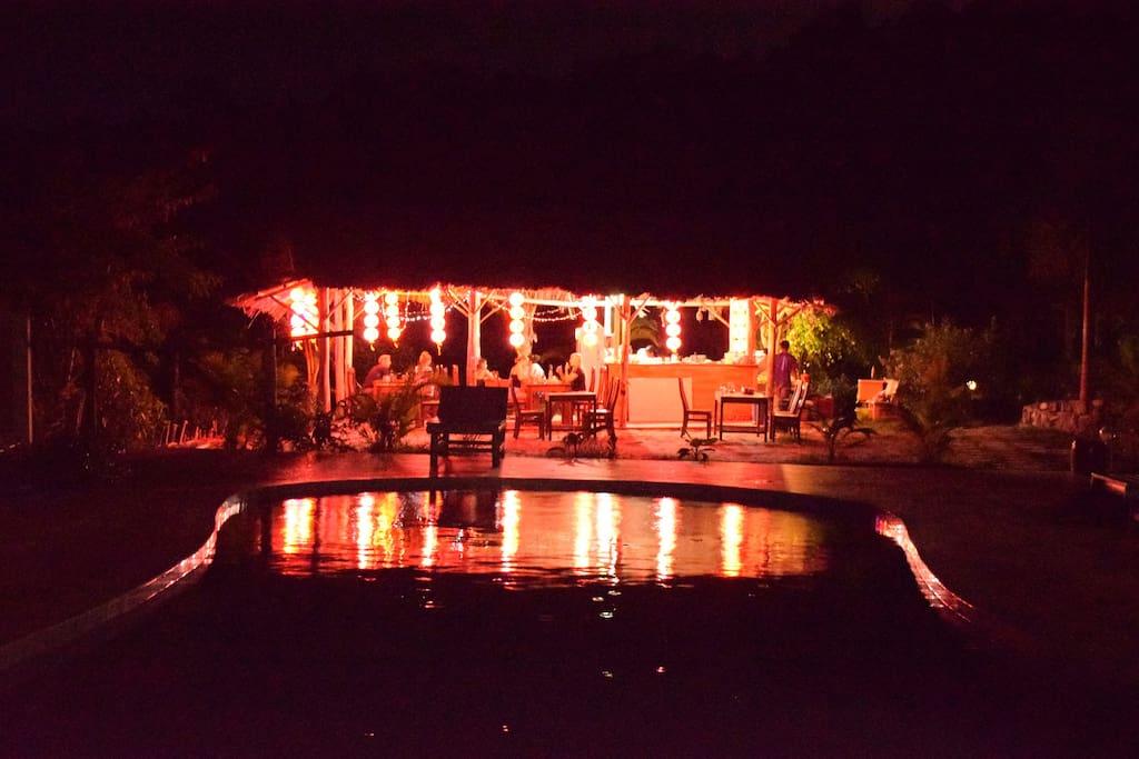 Poolside bar/restaurant