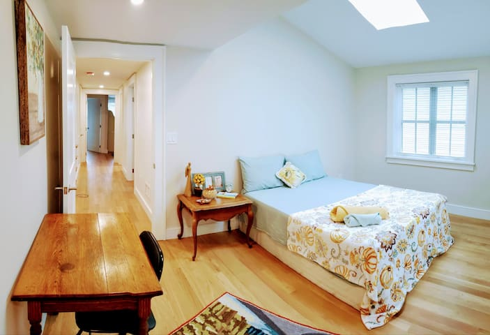 Bright Spacious Private Room w/Parking