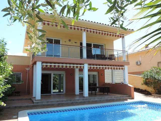 AT049 DEU PONTS: House with private pool, quiet village 4 km from the beach