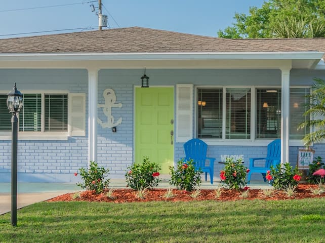 Sleeps 10! Fully Renovated In & Out Uhh--mazing!