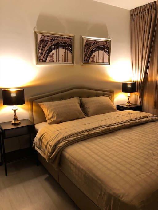 主卧 柔和的床头灯灯光 欧式风格 标准双人床