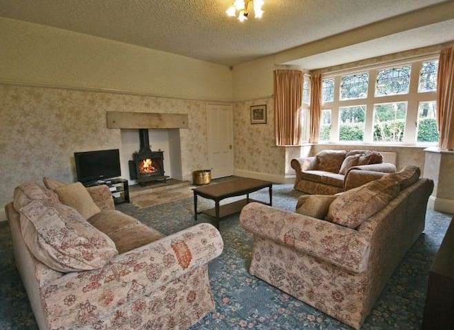 Spacious Farm Cottage with an AGA and woodburner
