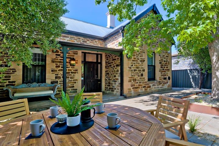 Amber Villa - Beautiful Heritage Home