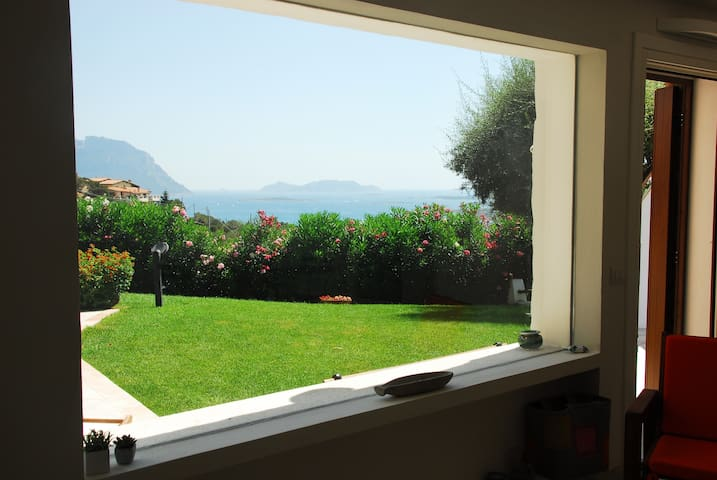 Villa with garden, terraces overlooking Tavolara - Porto Istana - อื่น ๆ