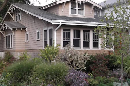 Entire upstairs in Arts and Crafts Oak Park home
