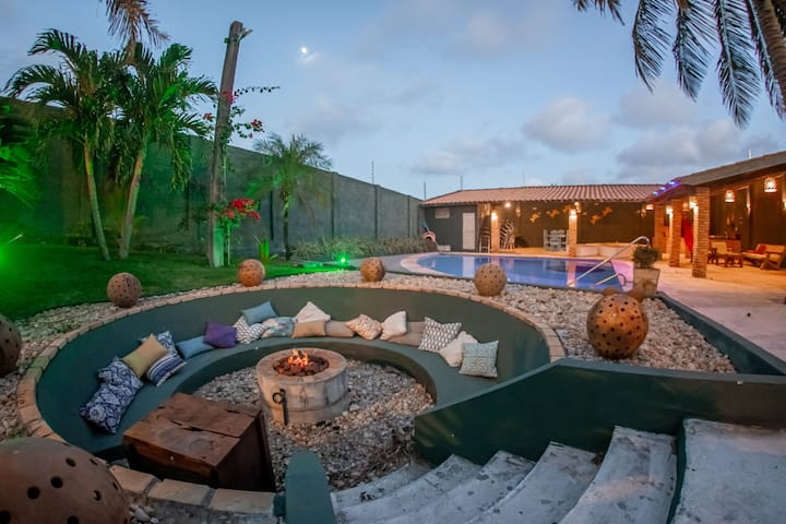 Duplex com piscina e vista para o mar
