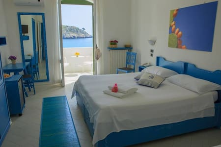 CAMERA MATRIM. CLASSIC VISTA MARE - Castro Marina - Bed & Breakfast
