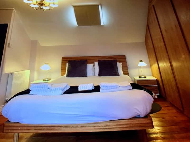TyRosa B&B king en-suite- breakfast £6.95
