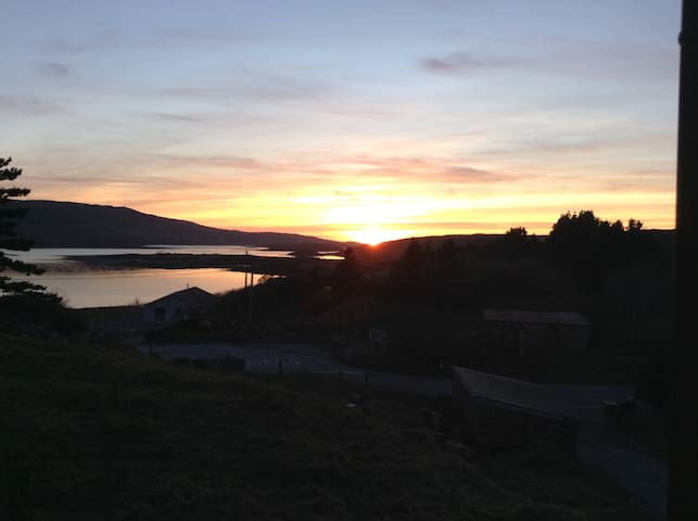 Clifden area. Room in private house. long term.